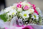 свадьба прекрасный букет из роз и дикие цветы — Стоковое фото