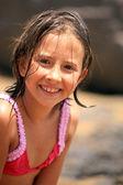 Leuk meisje op het strand — Stockfoto