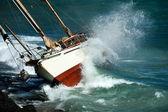 Yacht crash on the rocks — Stock Photo