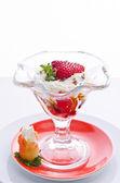 Strawberries with cream — Stock Photo