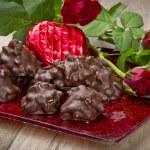 Rose und Schokoladenherz am Valentinstag — Stock Photo #9026195