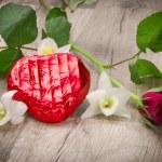 Rose und Schokoladenherz am Valentinstag — Stock Photo