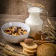 Muesli with low-fat milk and rusk — Stockfoto