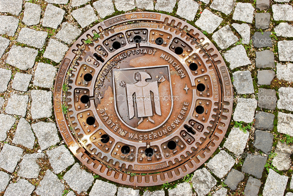 Man hole cover in Munchen , Germany — Stock Photo #10248702