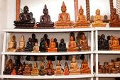 Sochy buddhy pro prodej v obchodě — Stock fotografie
