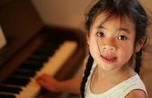 Child profile at piano — Stock Photo
