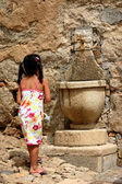 Child at the fountain — Stock Photo