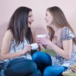 Happy teen friends tea time — Stock Photo