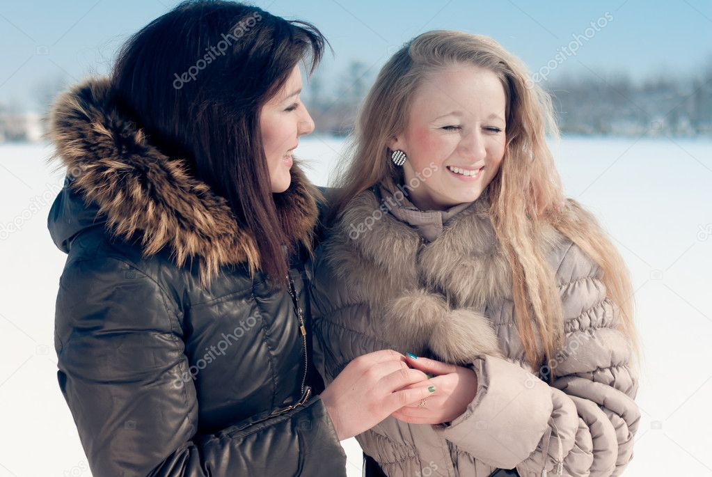 Happy girl friends — Stock Photo #10377784