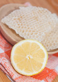 Lemon and honeycomb — Stock Photo