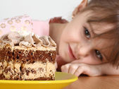 Child and cake — Stock Photo