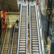 Passenger in terminal 4 on a moving staircase — Stock fotografie