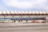 Madrid, spagna - 1 aprile: velivoli di parcheggiare al terminal 4 a barajay — Foto Stock