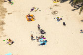 Beach with tourists in summer in Arrecife — Stock Photo