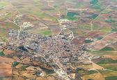 Antenn av byn och fält runt madrid — Stockfoto
