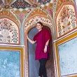 Beautiful caucasian woman posing in Amber Fort, India — Stock Photo