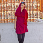 Beautiful european woman in front of Hawa Mahal in Jaipur, Rajas — Stock Photo