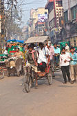 Cycle rickshaw driver with passenger in Chawri Bazar, Delhi earl — Zdjęcie stockowe