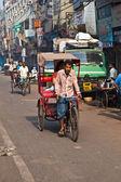 Cykl kierowcy riksza pasażerskich w chawri bazar, hrabia delhi — Zdjęcie stockowe