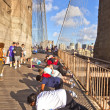 Exercise push-up at Brooklyn bridge — Stock Photo