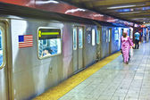 Train arrives in the underground station in New York Station Cen — Stock Photo