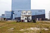 Old houses and new casinos in Atlantic City — Stock Photo