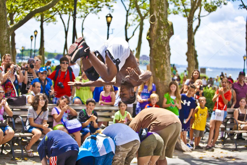 NEW YORK CITY - JULY 9: Brake dancer at an open air performance to tourists at battery park on July 9,2010 in New York City. They ask for a donation. — Stock Photo #8606001