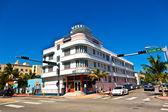Vista del mediodía sobre ocean drive con edificios art deco — Foto de Stock