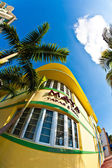Midday view at ocean drive to the art deco buildings in Miami so — Stock Photo