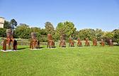Magdalena abakanowicz visar hans stål skulpturer i univers — Stockfoto