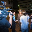 Police tries to calm down demonstrants - vendors of Patpong Nigh - Stockfoto
