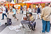 Man in pedestrian area portraits tourists for earning money. — Foto Stock