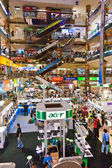 Shopping inside the Pantip Plaza — Stock Photo