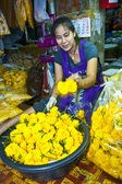 Women are selling fresh flowers at the morning market — Stock Photo