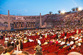 Are waiting for the start of the opera in the arena of ve — Stock Photo
