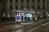 Vienna - empty bus stop in Viennas first district by night — Stock Photo