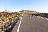 Street throug volcanic Timanfaya national park in Lanzarote — Stock Photo