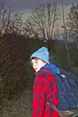 Portrait de jeune adolescent dans la nuit — Photo