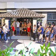 Queue to enter Hollister shop in Frankfurt — Stock Photo #8891873