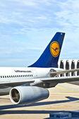 Aeronaves en el delantal — Foto de Stock