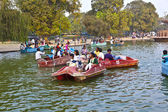 Enjoy boating on the artifical lake near the Indian Gate — Stock Photo