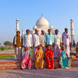Thousands of tourists visit daily the Taj Mahal mausoleum - Foto de Stock  