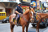 Policeofficer is riding his horse downtown New York — Foto de Stock
