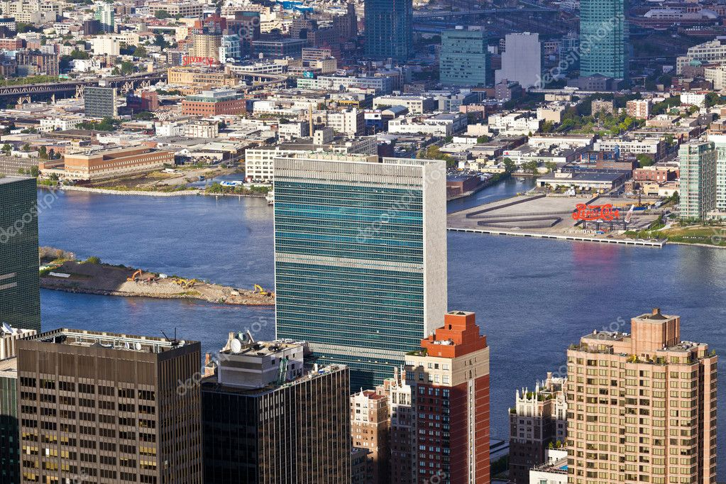 NEW YORK, USA - JULY 7,2010: Facade of the UN Headquarter in the afternoon in bright sun.  — Stock Photo #8949849