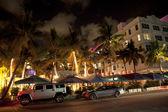 オーシャン ・ ドライブのマイアミビーチのアールデコ dist の夜景 — ストック写真