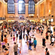 View of commuters and tourists flood the grand central station — Стоковая фотография