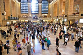 View of commuters and tourists flood the grand central station — ストック写真
