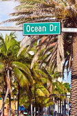 Midday view at Ocean drive in Miami Beach with Art Deco architec — Stock Photo
