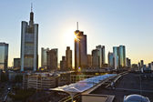 вид на горизонт во франкфурте с небоскреб — Стоковое фото