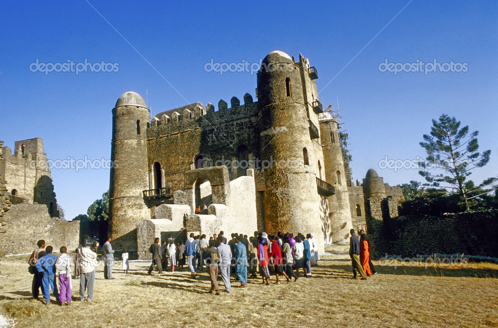 GONDAR, ETHIOPIA - MAY 07: love to marry at this ancient place  on May 07,1998 in Gondar, Ethiopia. King Fasil  settled in Gondar and established it as a permanent capital in 1636. — Stock Photo #9313887